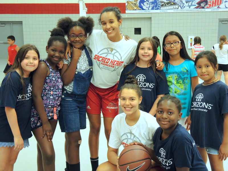 girls basketball group